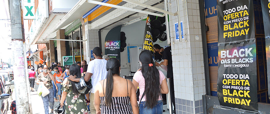 Black Friday movimenta ruas e aquece vendas no Centro de Suzano