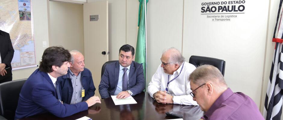Ashiuchi e André do Prado discutem alça do Rodoanel com secretário