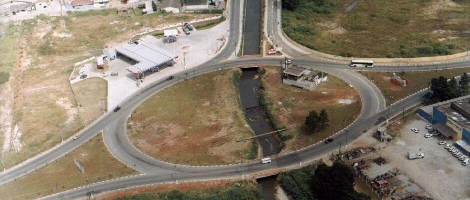 Homem morre após ser atropelado no trecho da Ayrton Senna em Itaquá