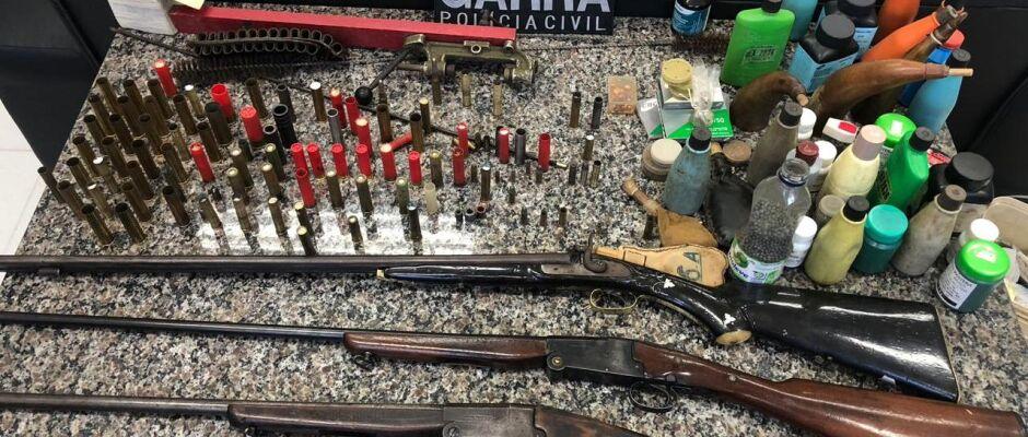 Garra de Mogi prende suspeito com três espingardas e 131 munições