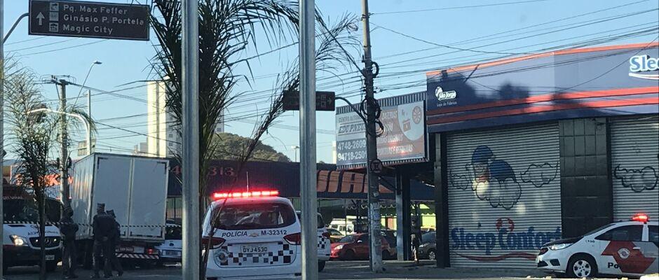 Perseguição a bandidos termina em acidentes na Rua Dr Prudente de Moraes