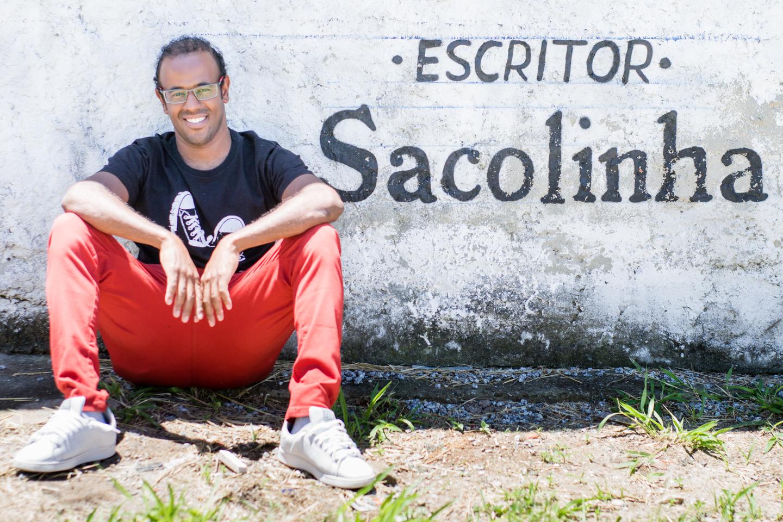 Escritor Ademiro Alves, o Sacolinha, é coordenador do Festival