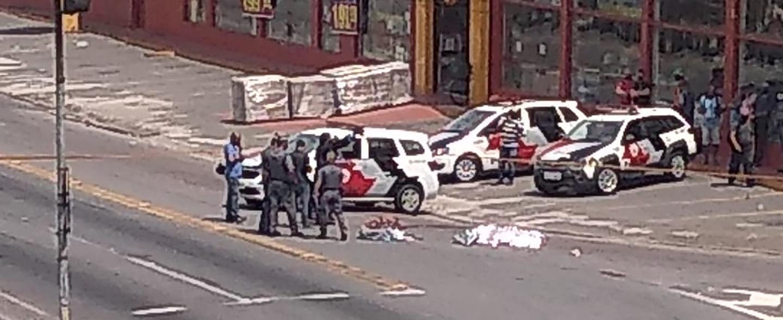 Imagens descartam tentativa de roubo e mostram bombeiro atirando em homem no Centro de Suzano