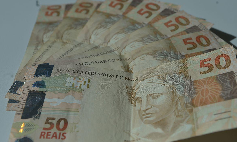 Número de brasileiros com dívidas cresce no fim de 2020