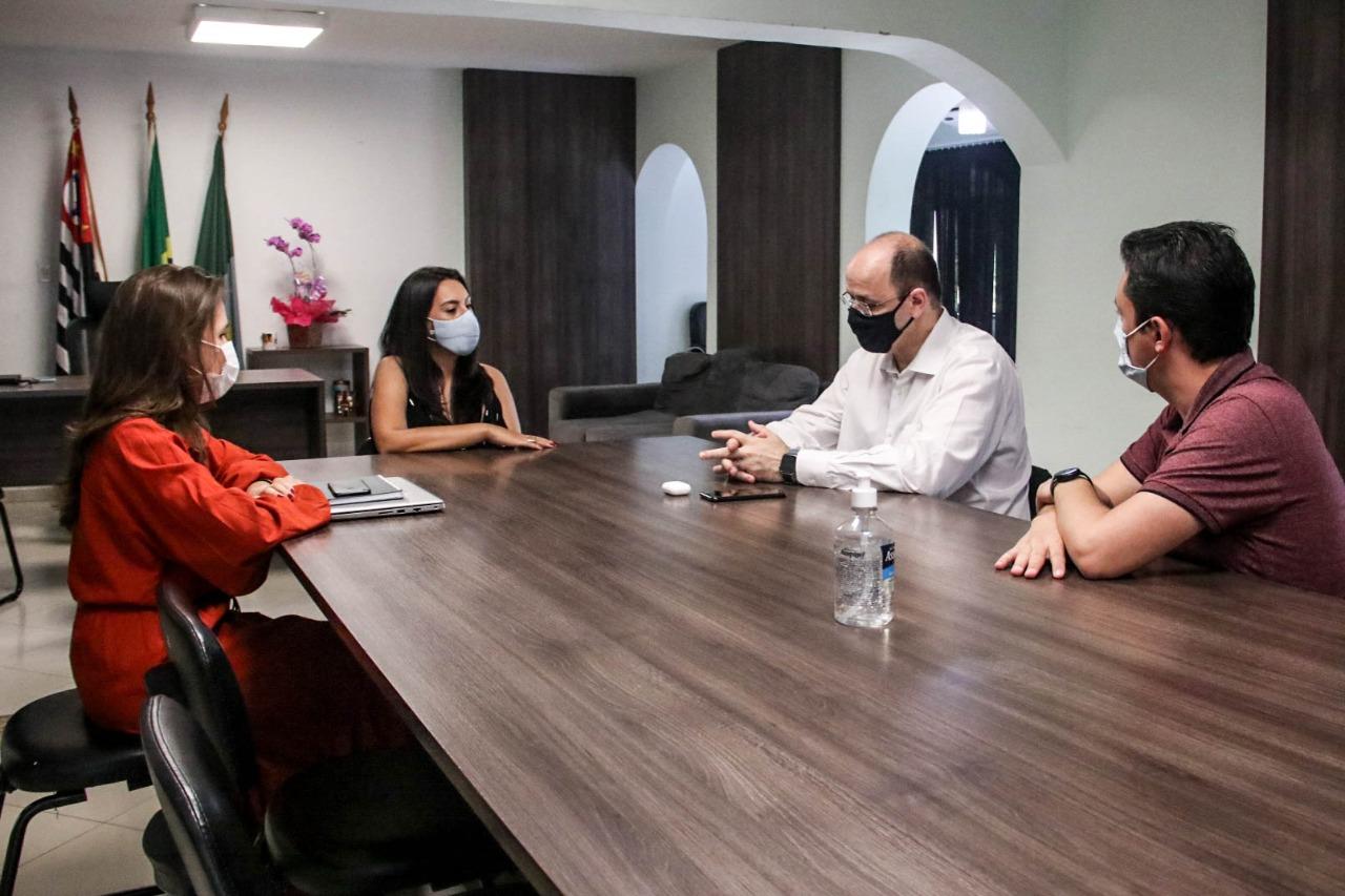 Ferraz recebe visita do secretário estadual de Educação Rossieli Soares