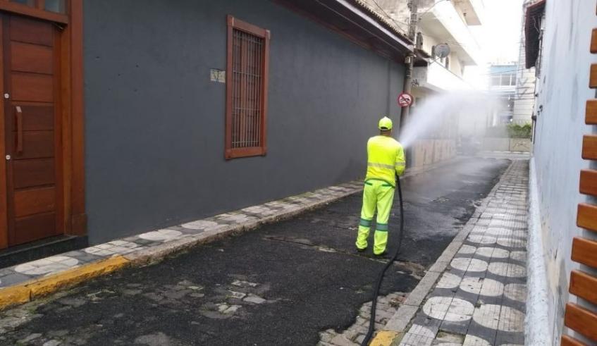 Mogi: região central da cidade recebe trabalhos de limpeza e manutenção