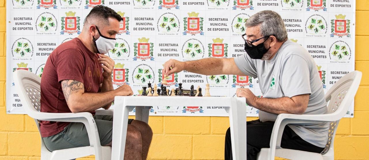 Equipe de xadrez de Ferraz obtém bom resultado em torneio internacional