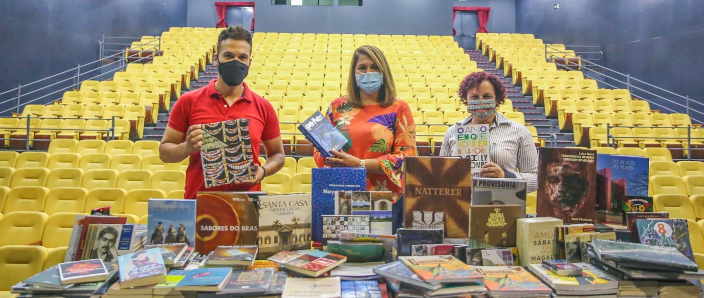 Valor do material doado pelo Sistema Estadual de Bibliotecas Públicas de São Paulo (Siseb) é de aproximadamente R$ 10 mil; livros foram destinados à Biblioteca Municipal