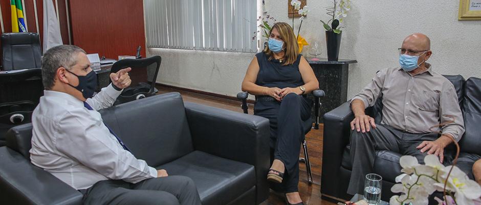 Marcia Bin esteve nesta quinta-feira com o delegado seccional de Mogi para discutir a implantação de uma unidade da Delegacia da Mulher em Poá