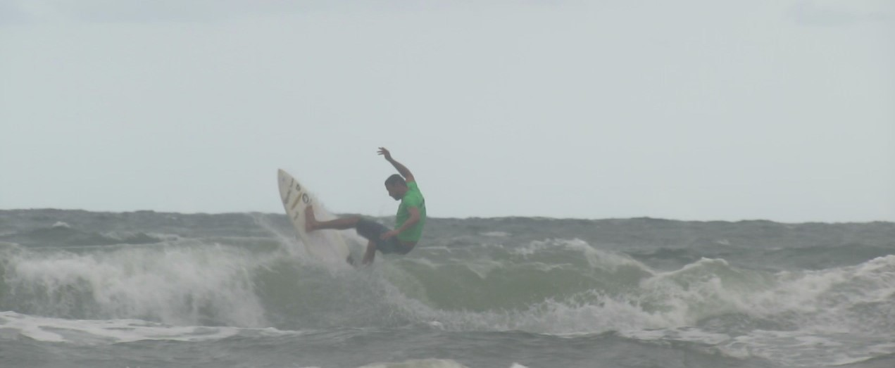 Surfista suzanense conquista bons resultados em campeonato beneficente no Litoral Norte