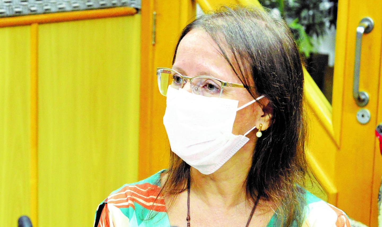 Coordenadora da Câmara Técnica de Saúde do Condemat, Adriana Martins destacou os desafios e dificuldades que os municípios devem enfrentar na operacionalização simultânea de duas campanhas de vacinação: Influenza e Covid-19