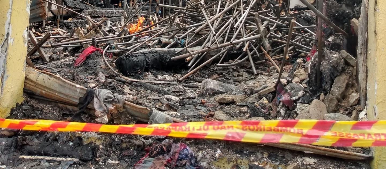 Incêndio atinge loja de tecidos no Centro de Mogi