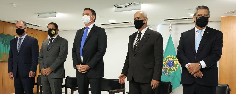 Bolsonaro dá posse a seis ministros