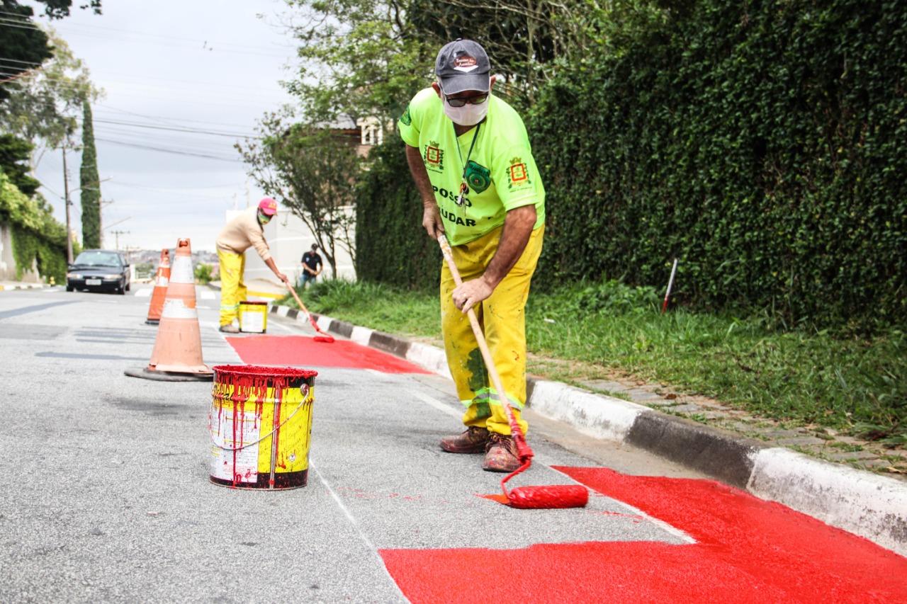 Ferraz inicia implantação de pista de caminhada na Vila Romanópolis