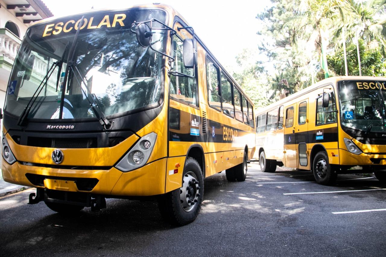 Ferraz recebe cinco ônibus escolares