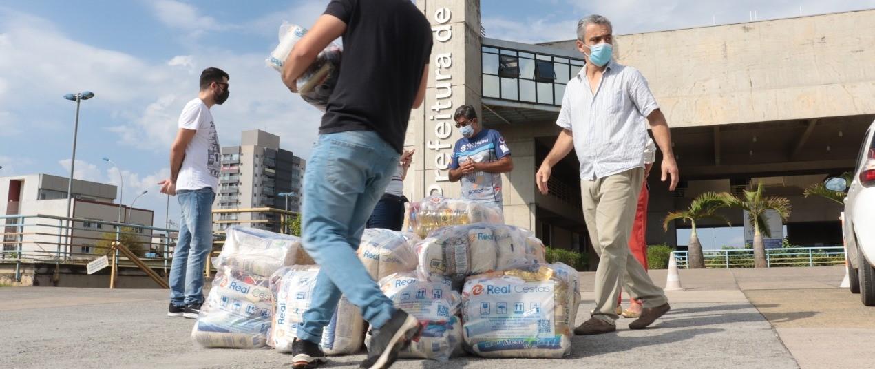 Vôlei Suzano distribui uma tonelada de alimentos para famílias em situação de vulnerabilidade social