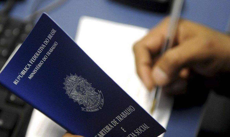 Percentual de desocupados supera 14%, diz IBGE
