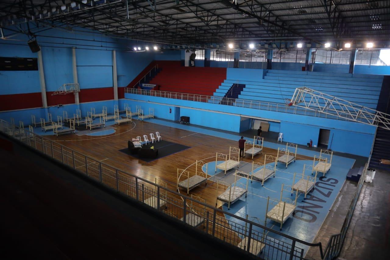 Com capacidade para até 120 beneficiários, o Complexo Poliesportivo Paulo Portela, o Portelão, tem sido um lar para essas pessoas