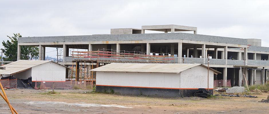 Ministra da Secretaria de Governo promete acelerar obras do Hospital Regional