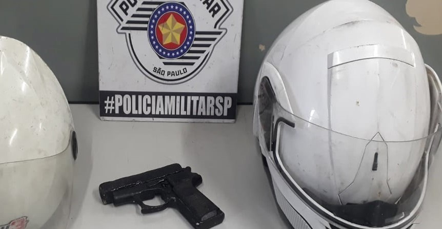 PM prende suspeito e recupera moto roubada no Miguel Badra