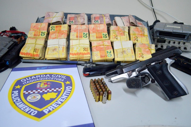 GCM de Itaquá apreende pistola, 36 munições e R$ 27,5 mil no Jardim Odete