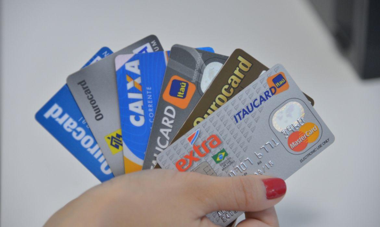 Pesquisa diz que inadimplência cai, mas dívidas crescem em setembro