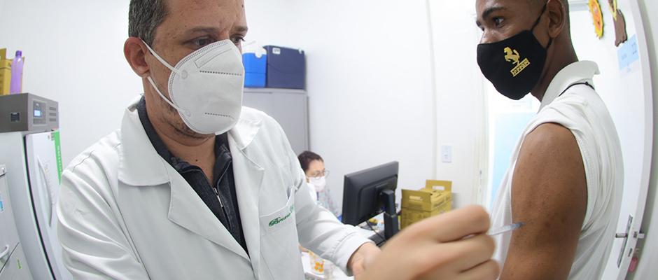 Secretaria de Saúde retoma na próxima quarta-feira (13/10) o atendimento à imunização contra a Covid-19
