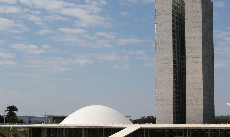 Congresso prorroga prazo de MP que cria o Auxílio Brasil