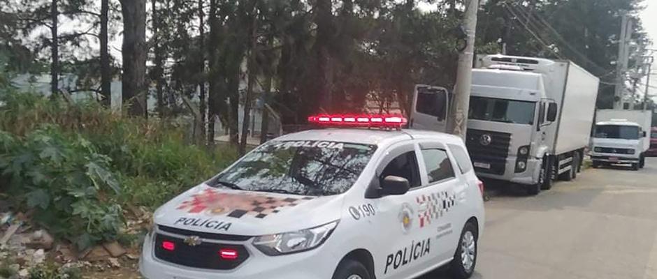 Caminhão frigorífico com 14 toneladas de carne foi localizado pela Polícia Militar em Itaquá