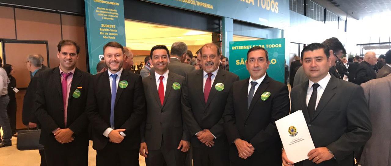 Em Brasília, prefeitos do Alto Tietê assinam adesão ao Internet para Todos