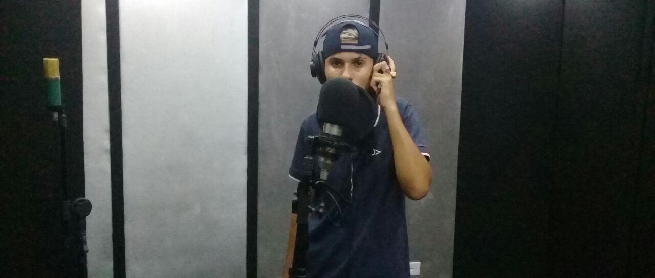 Mc Kenny, de 16 anos na escola de funk (Liga do Funk), em São Paulo