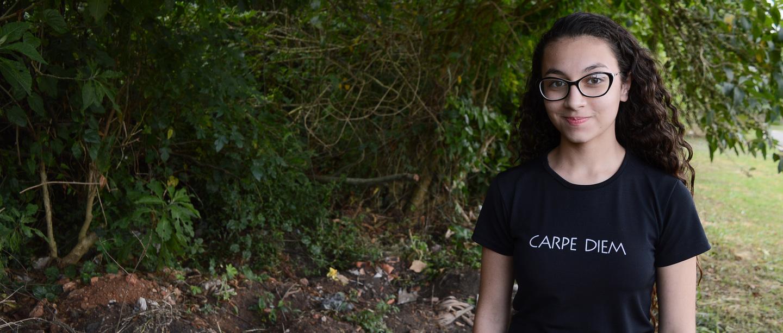 Adolescente de 13 anos mobiliza vizinhos por limpeza de bairro