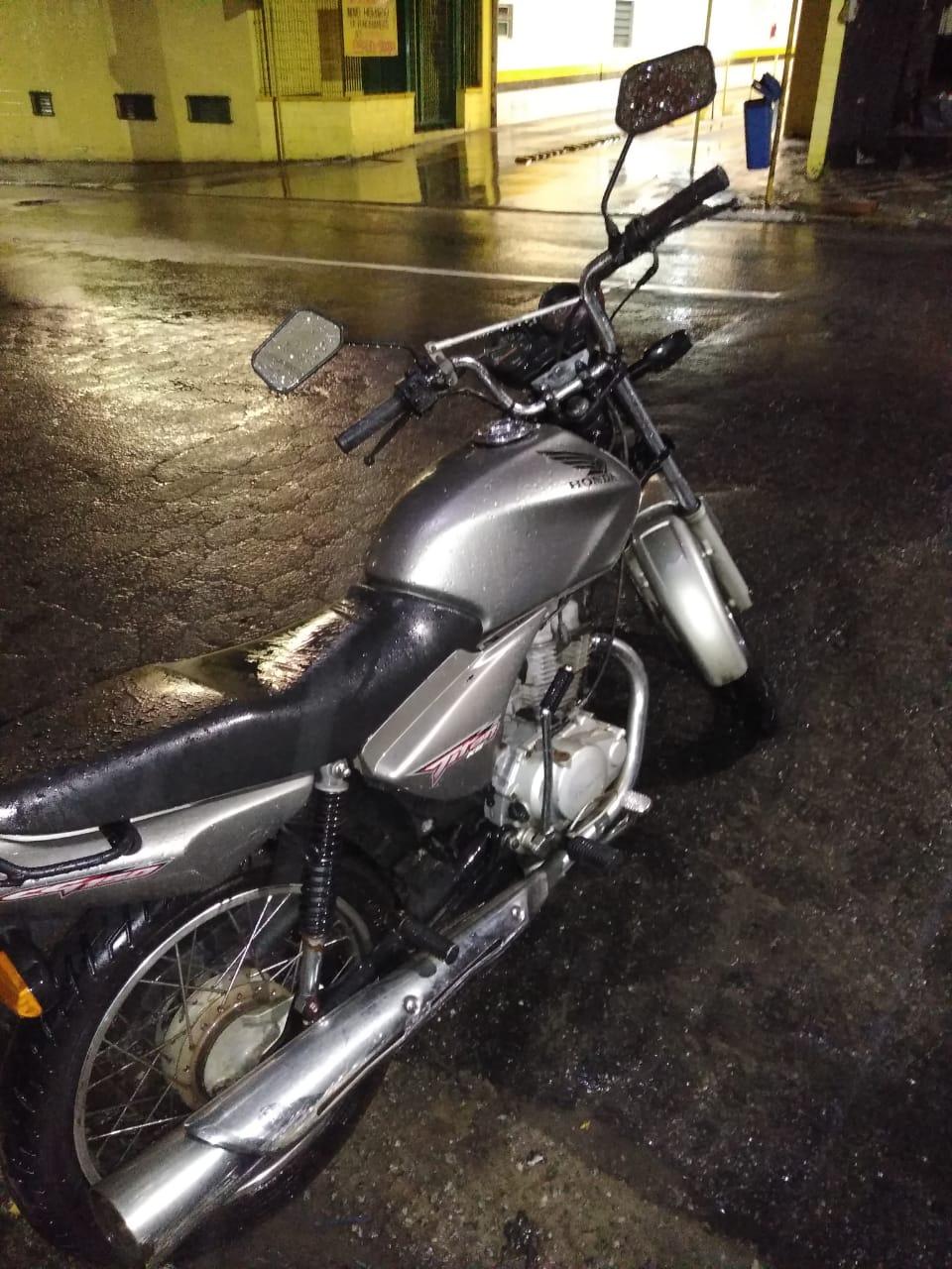 Moto furtada foi recuperado pela Polícia Militar