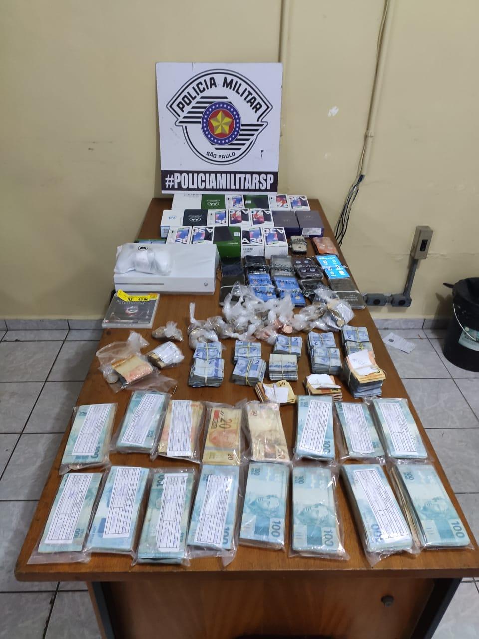 Objetos foram recuperados pela Polícia Militar