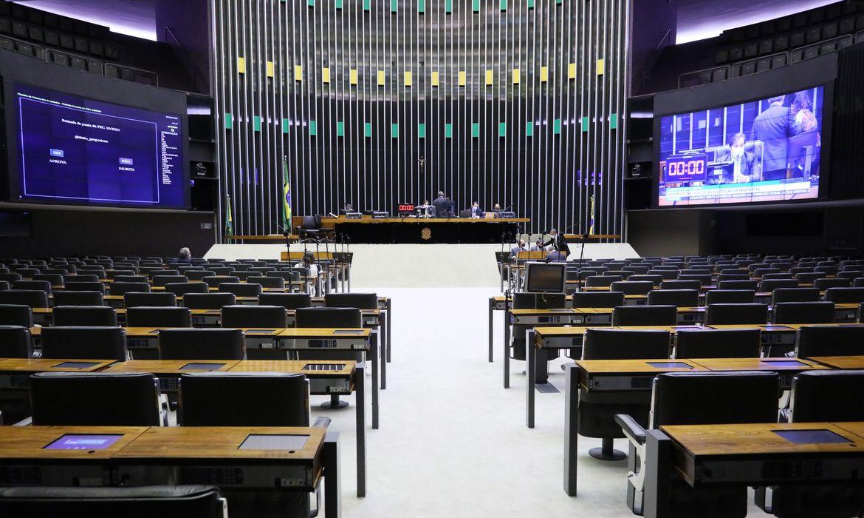 Os deputados analisam as alterações feitas pelo Senado no projeto.
