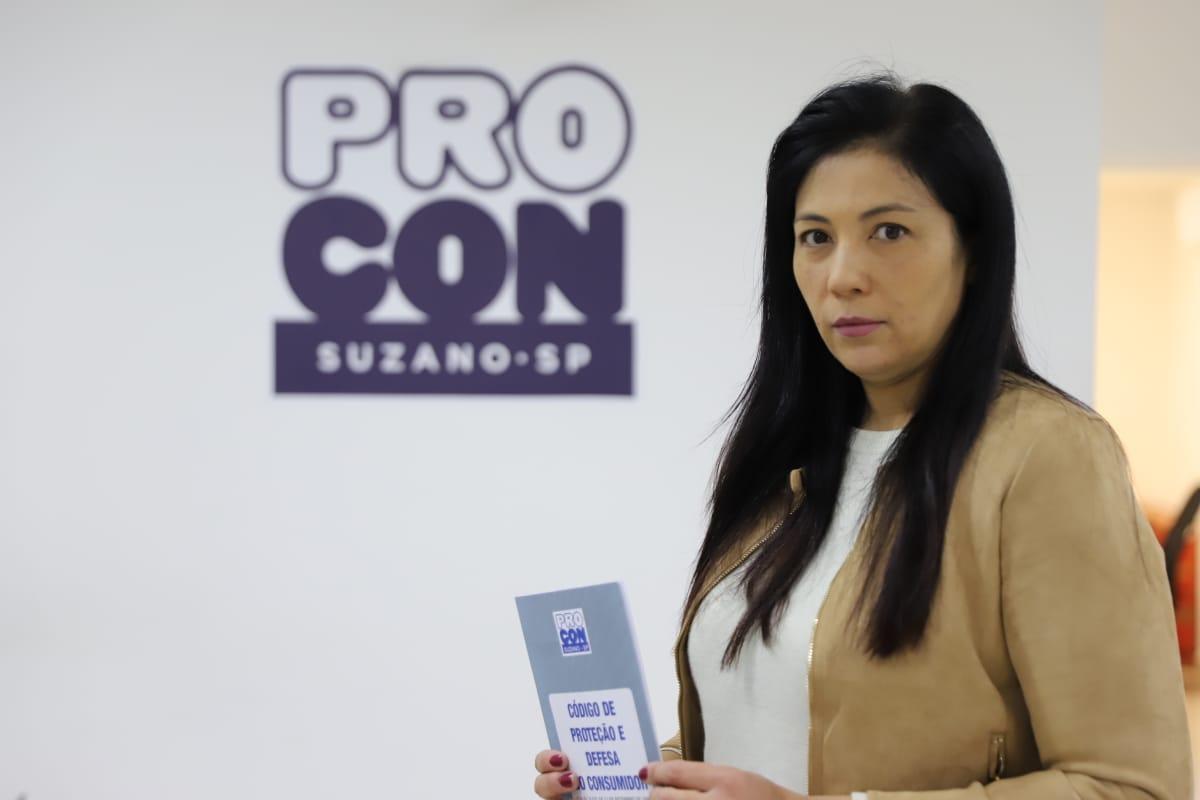 Diretora do Procon da alertas sobre direitos do consumidor