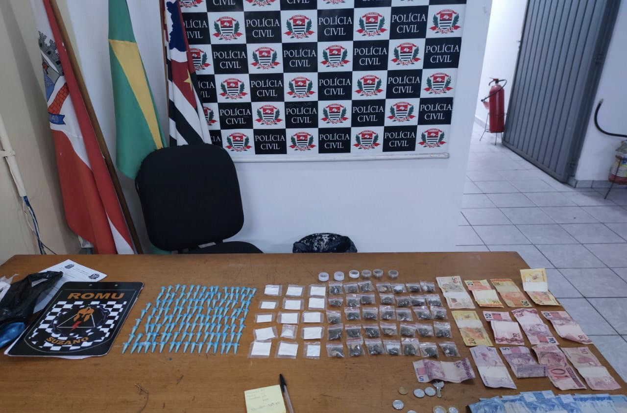 Drogas e dinheiro foram apreendidos na ação
