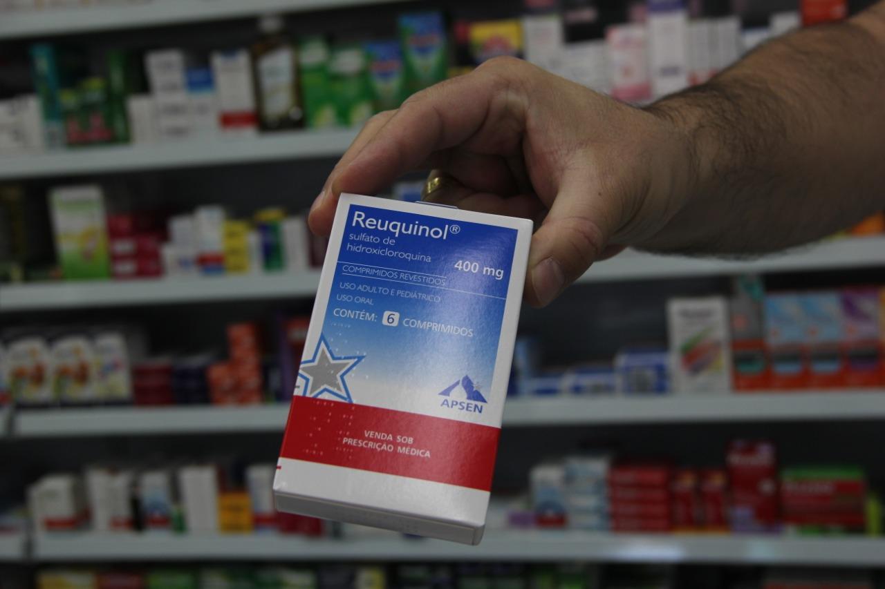 Em alguns locais, a hidroxicloroquina sequer está sendo comercializada. Há farmácias que pararam de receber ou optaram por não solicitar, enquanto outras até têm o medicamento, mas vendem apenas com receita médica