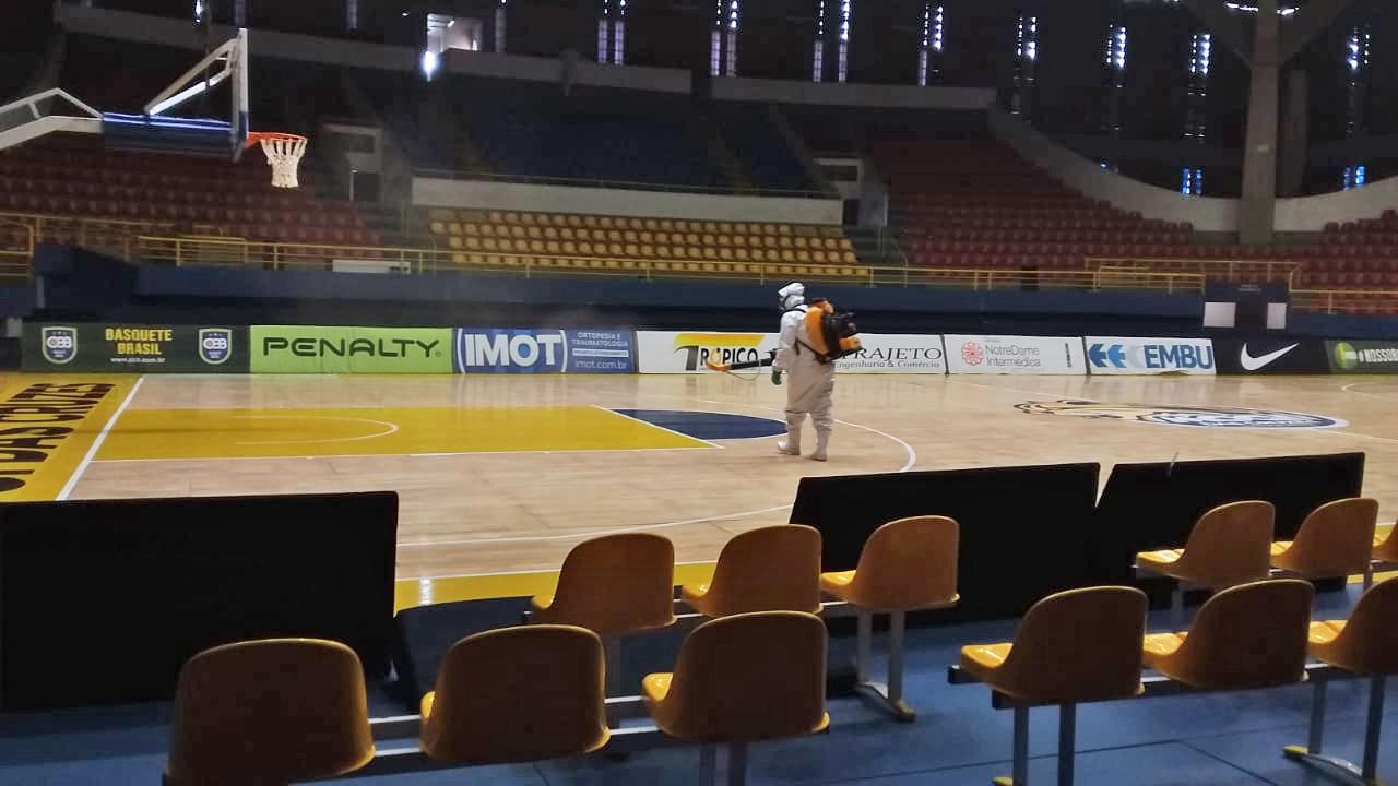 Hugão recebe sanitização para treinos e jogos do NBB